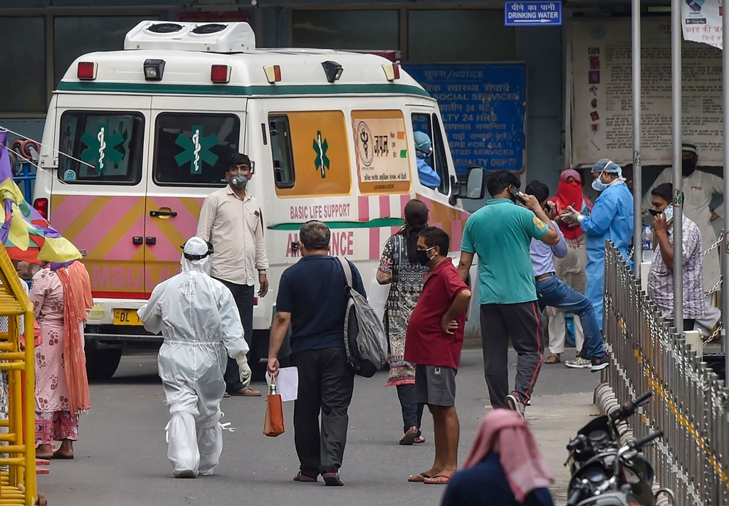 New Delhi: Medics wearing PPE kits with COVID-19 suspected patients at AIIMS, during the ongoing nationwide lockdown, in New Delhi, Thursday, June 4, 2020.Reportedly, hundreds of health workers have tested positive with coronavirus infection in AIIMS. (PTI Photo/Manvender Vashist)(PTI04-06-2020_000173B)