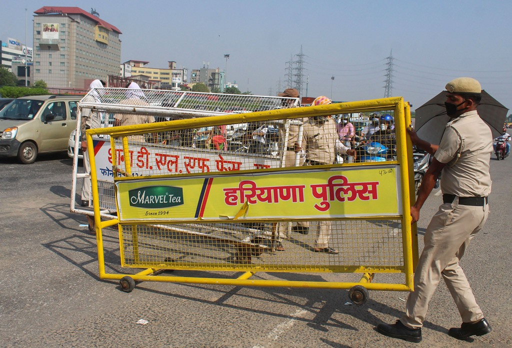 Gurugram: Haryana Policemen remove barricades from a road at Delhi-Gurugram border after Central Government guidelines, during ongoing COVID-19 lockdown, near Ambience Mall, in Gurugram, Wednesday, June 3, 2020. (PTI Photo)(PTI03-06-2020_000229B)