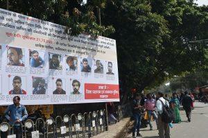उत्तर प्रदेश की राजधानी लखनऊ में सीएए विरोधी प्रदर्शन के आरोपियों के पोस्टर बीते मार्च महीने में जगह-जगह लगाए गए थे. (फोटो: पीटीआई)