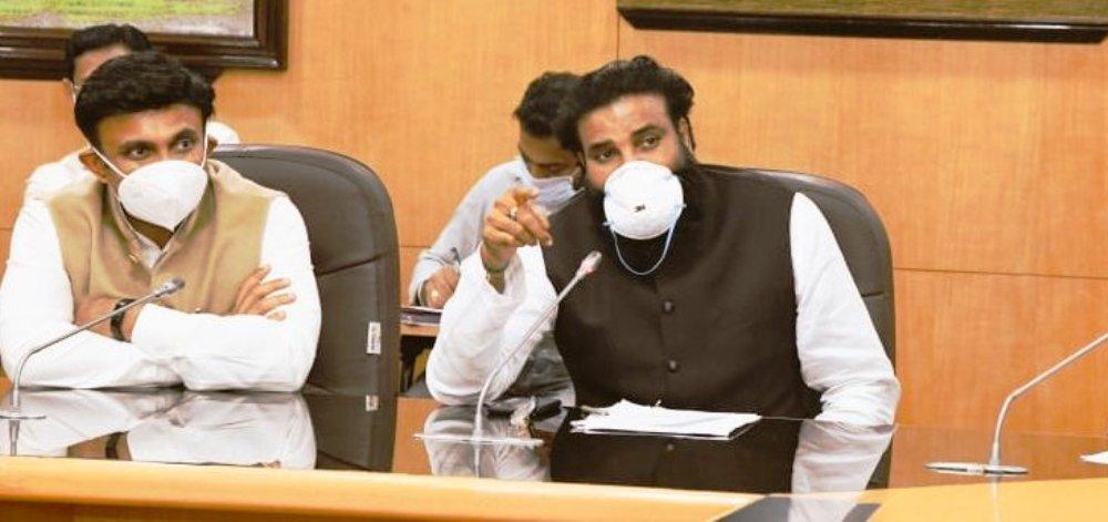 कर्नाटक स्वास्थ्य मंत्री बी. श्रीरामुलु (फोटो साभार: @sriramulubjp)