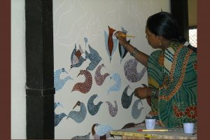 Tribal painting, though popular among most tribes in MP, is extremely well honed as an art among the Gond tribe of Mandala