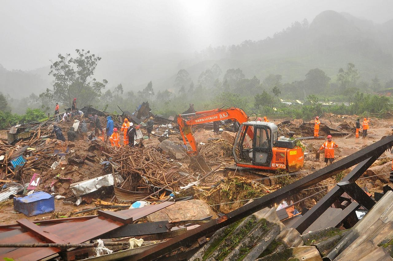 Rescue workers look for survivors at the site of a landslide during heavy rains in Idukki, Kerala, India, August 7, 2020. REUTERS/Stringer