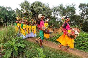 बीरभूम में हूल उत्सव में आदिवासी समाज के लोग. (फाइल फोटो: पीटीआई)