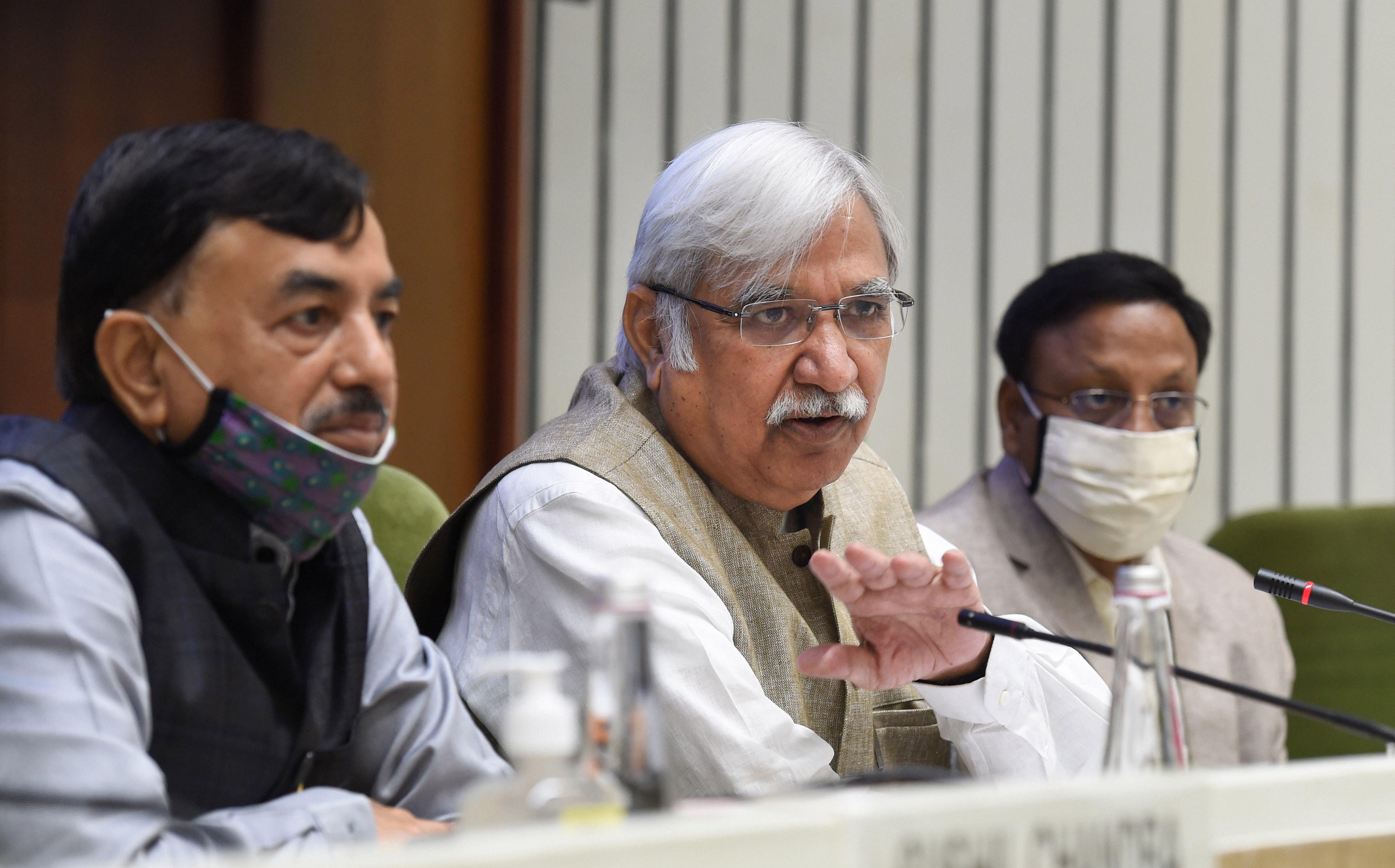 बिहार चुनाव की तारीखों की घोषणा करते मुख्य चुनाव आयुक्त सुनील अरोड़ा. (फोटो: पीटीआई)