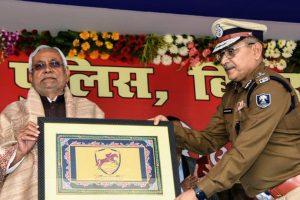 मुख्यमंत्री नीतीश कुमार के साथ गुप्तेश्वर पांडेय. (फोटो साभार: फेसबुक/@IPSGupteshwar)