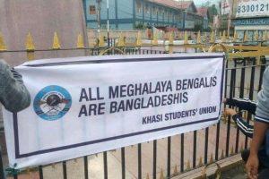 बंगालियों को बंग्लादेशी बताकर लगाए बैनर (फोटो सभार: ट्विटर @dr_dsandeep)