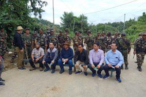 असम-मिजोरम सीमा पर तैनात सुरक्षा बल. (फोटो साभार: ट्विटर/@ZoramthangaC)