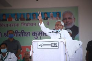 बिहार में एक चुनावी सभा के दौरान नीतीश कुमार. (फोटो साभार: ट्विटर)