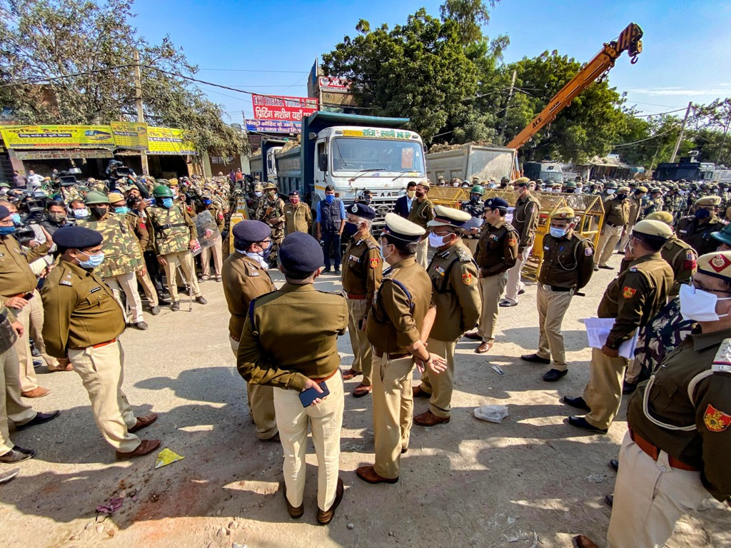 New Delhi: Delhi Police Commissioner SN Srivastava reviews security arrangments at Singhu border in view of the Delhi Chalo protest march by farmers against the new farm laws, in New Delhi, Thursday, Nov. 26, 2020. (PTI Photo/ Arun Sharma)(PTI26-11-2020 000084B)