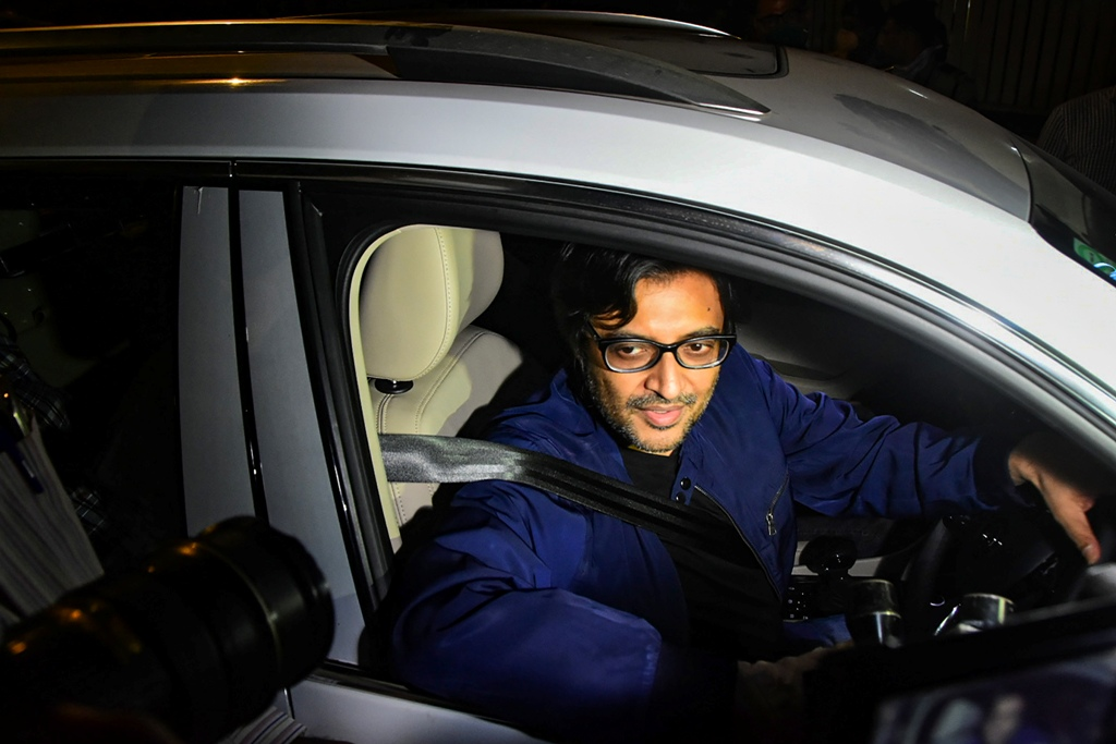 Mumbai: Republic TV Editor-In-Chief Arnab Goswami after being released from Taloja Central Jail on interim bail in the 2018 abetment to suicide case, in Mumbai, Wednesday, Nov. 11, 2020. (PTI Photo)(PTI11-11-2020 000233B)
