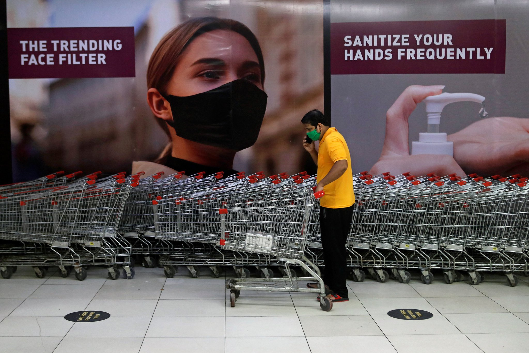 A man wearing a protective mask pushes a shopping trolley inside a mall after it reopened following the coronavirus disease (COVID-19) outbreak, in Mumbai, August, 5, 2020. REUTERS/Francis Mascarenhas