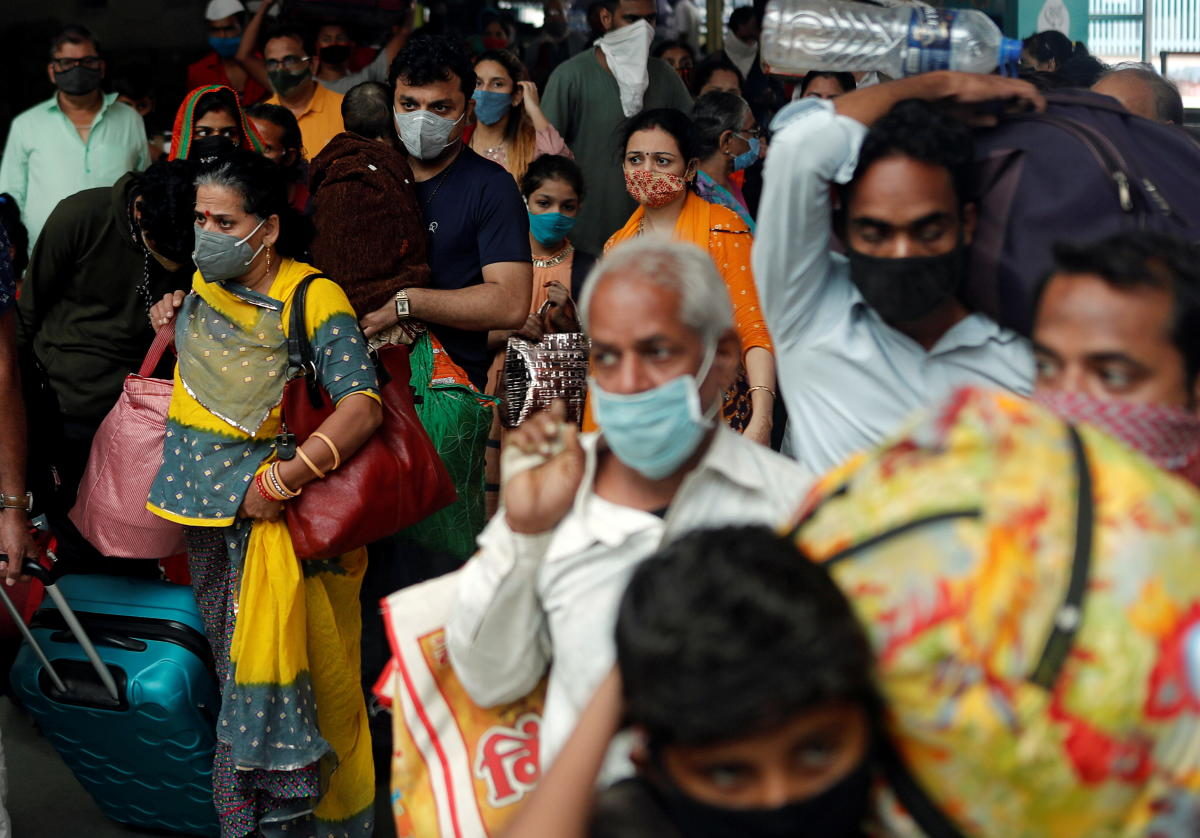 People wearing protective masks exit a railway station amid the spread of the coronavirus disease (COVID-19) in Mumbai, India, December 11, 2020. REUTERS/Francis Mascarenhas
