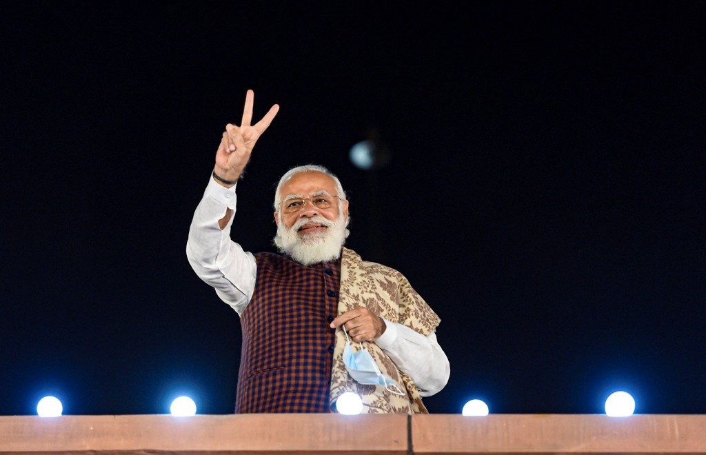 New Delhi: Prime Minister Narendra Modi flashes the victory sign at BJP HQ, a day after National Democratic Alliance (NDA) garnered majority in the Bihar Assembly polls, in New Delhi, Wednesday, Nov. 11, 2020. (PTI Photo/Vijay Verma)(PTI11-11-2020 000174B)