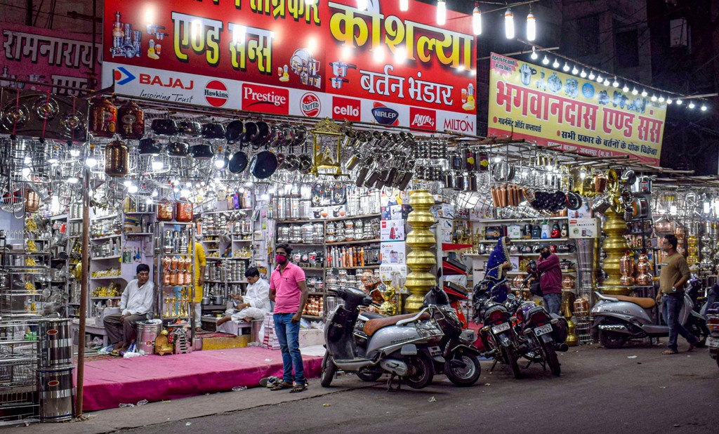 Jabalpur: Utensils market ahead of Dhanteras festival, in Jabalpur, Wednesday, Nov. 11, 2020. (PTI Photo)(PTI11-11-2020 000208B)