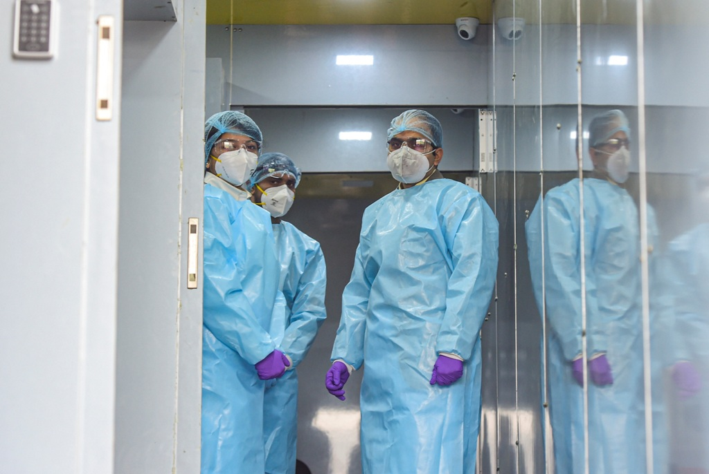 New Delhi: Medics during the launch of a first-of-its-kind Spicehealth Genome Sequencing Laboratory for all positive samples from international travellers, at the airport in New Delhi, Thursday, Jan. 14, 2021. (PTI Photo/Kamal Kishore) (PTI01 14 2021 000063B)