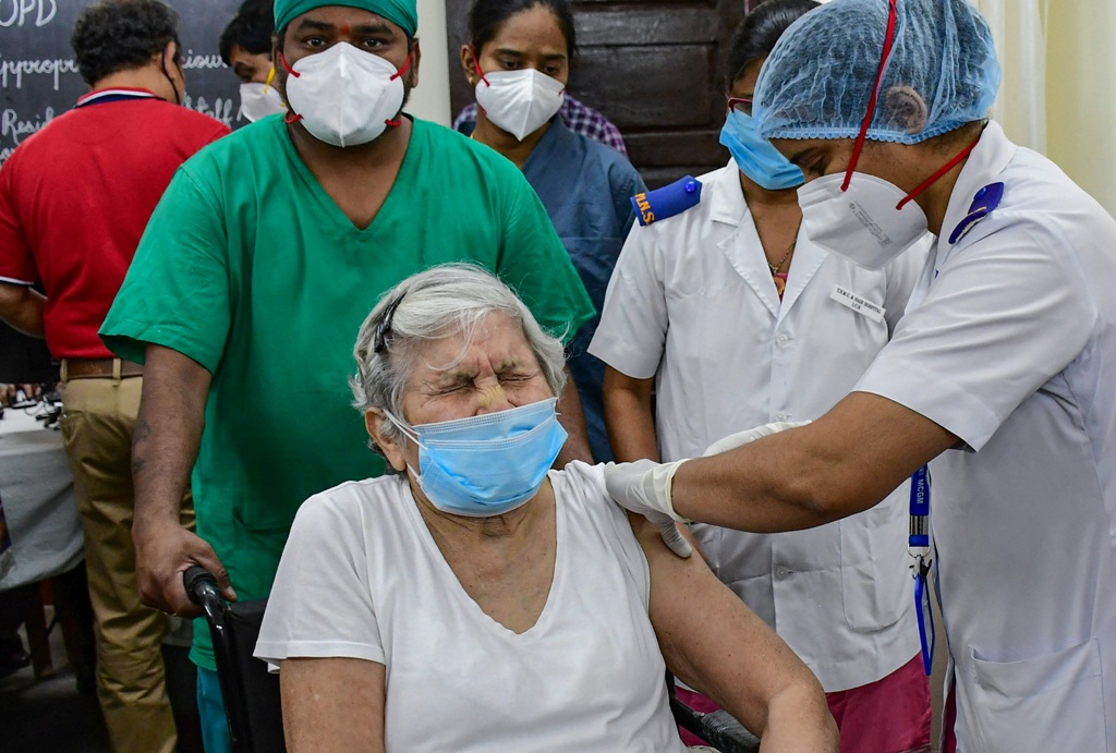 Mumbai: A medic administers the first dose of Covishield vaccine to 87-year-old Dr. Asha Singhal, after the virtual launch of COVID-19 vaccination drive by Prime Minister Narendra Modi, at South Mumbai Nair Hospital in Mumbai, Saturday, Jan. 16, 2021. (PTI Photo)(PTI01 16 2021 000138B)(PTI01 16 2021 000224B)