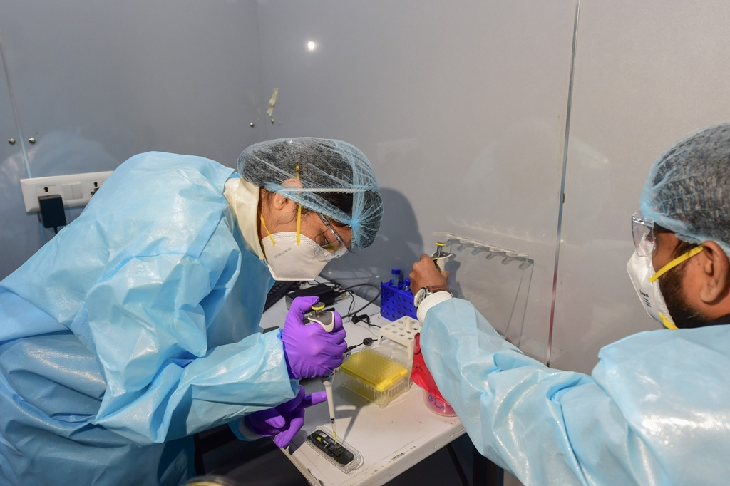 New Delhi: Medics during the launch of a first-of-its-kind Spicehealth Genome Sequencing Laboratory for all positive samples from international travellers, at the airport in New Delhi, Thursday, Jan. 14, 2021. (PTI Photo/Kamal Kishore) (PTI01 14 2021 000065B)