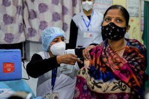 दिल्ली के दरियागंज में एक स्वास्थ्य केंद्र पर कोविड-19 टीकाकरण का ड्राई रन. (फोटो: पीटीआई)
