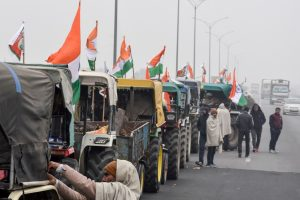New Delhi: Tractors lined up on the KMP expressway as farmers gear up for their Jan 26 tractor rally in Delhi, as part of the ongoing agitation against farm reform laws, near New Delhi, Sunday, Jan. 24, 2021. (PTI Photo) (PTI01 24 2021 000166B)