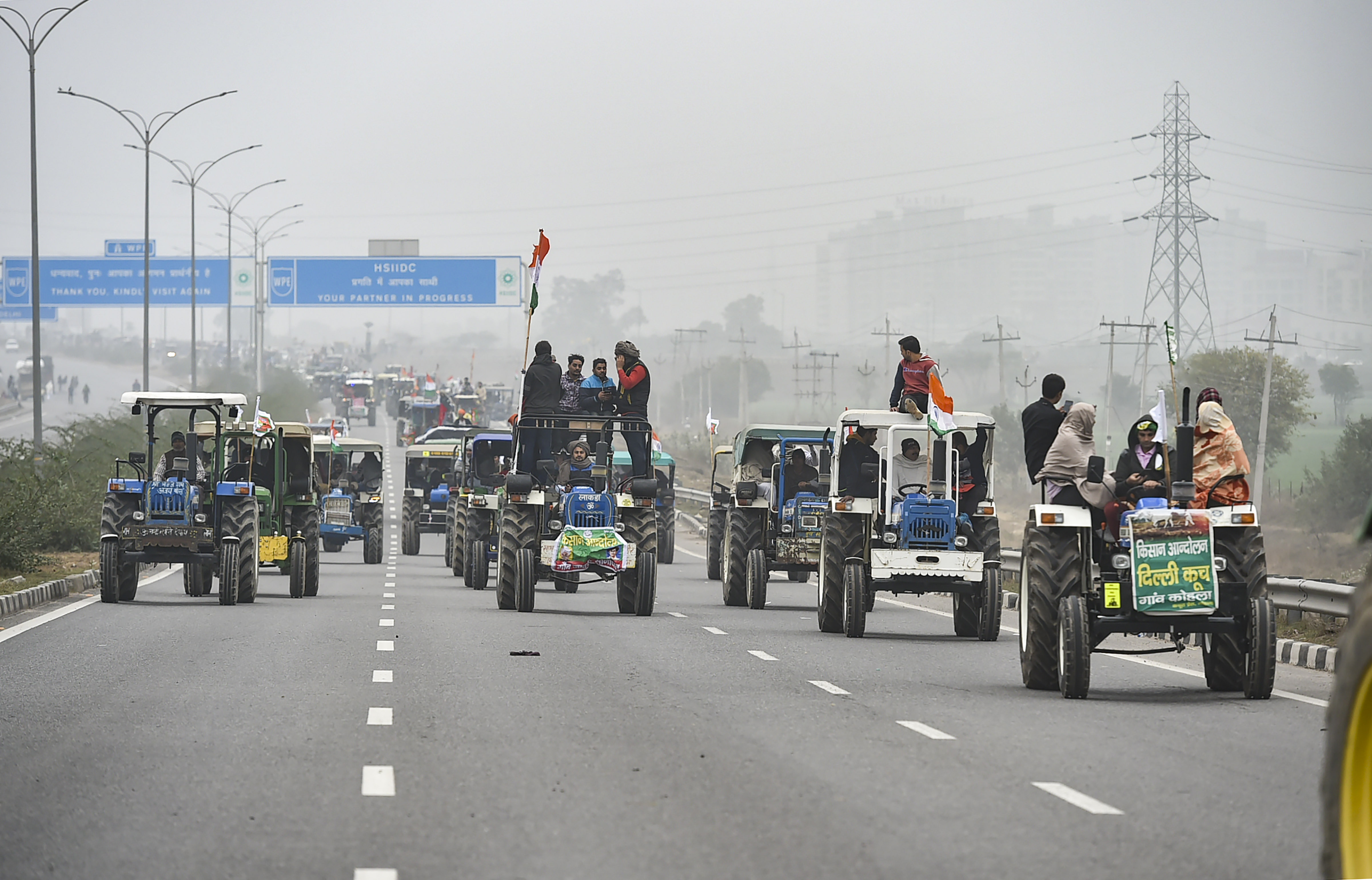 New Delhi: Farmers on their way to Tikri border during a tractor rally as part of their ongoing protest against the new farm laws, at Eastern Peripheral Expressway in New Delhi, Thursday, Jan. 07, 2021. (PTI Photo/Arun Sharma)(PTI01_07_2021_000054B)