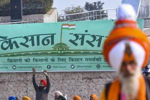 Members of farmer unions stage a protest against Centre's farm reform during 'Kisan Sansad' at Guru Tegh Bahadur Memorial in New Delhi Saturday Jan. 23 2021. (Photo | PTI)