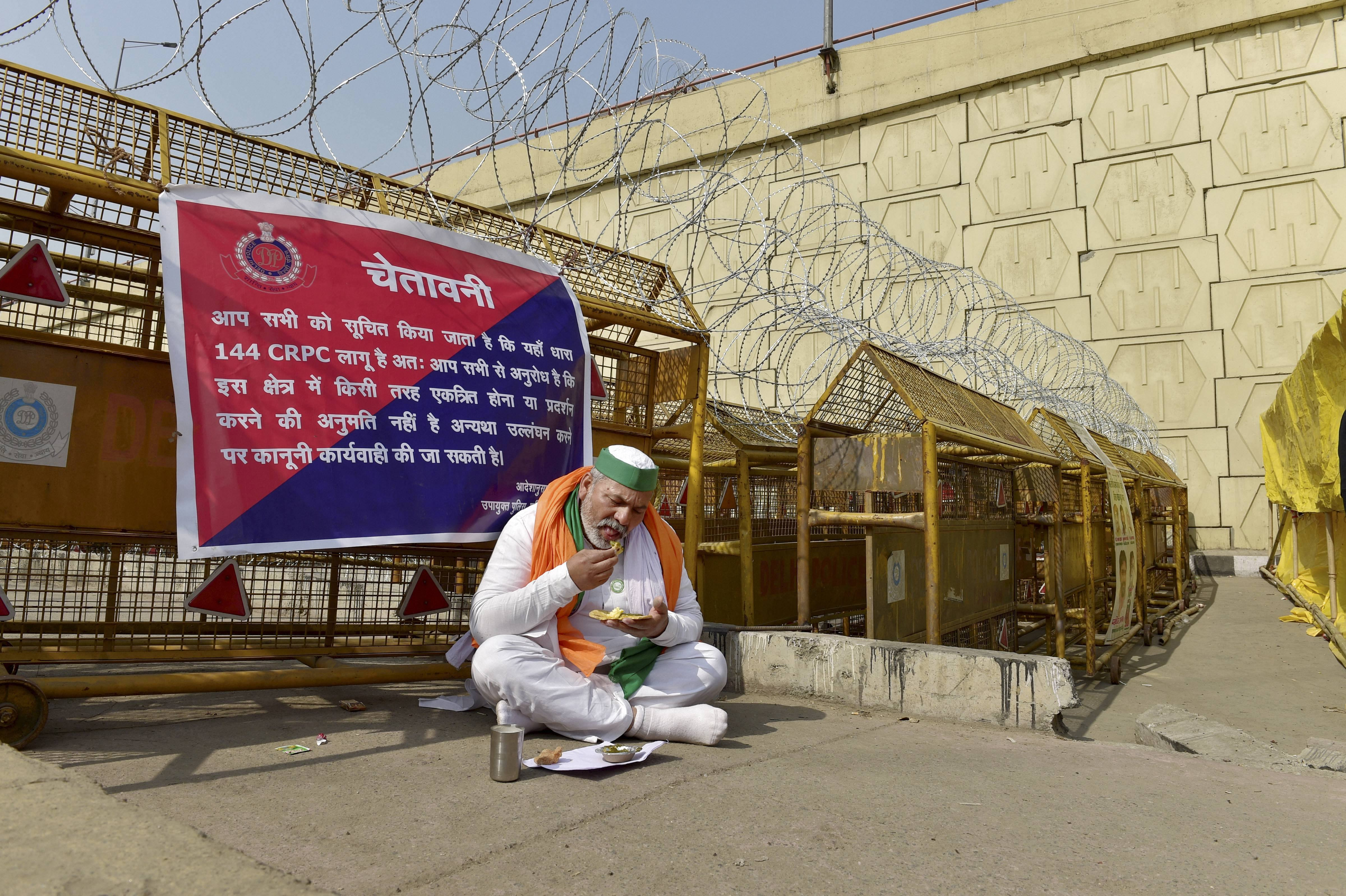 New Delhi: Bharatiya Kisan Union Spokesperson Rakesh Tikait having his meal at Ghazipur border during farmers' ongoing protest against the new farm laws, in New Delhi, Tuesday, Feb. 2, 2021. (PTI Photo/Vijay Verma)(PTI02_02_2021_000070B)