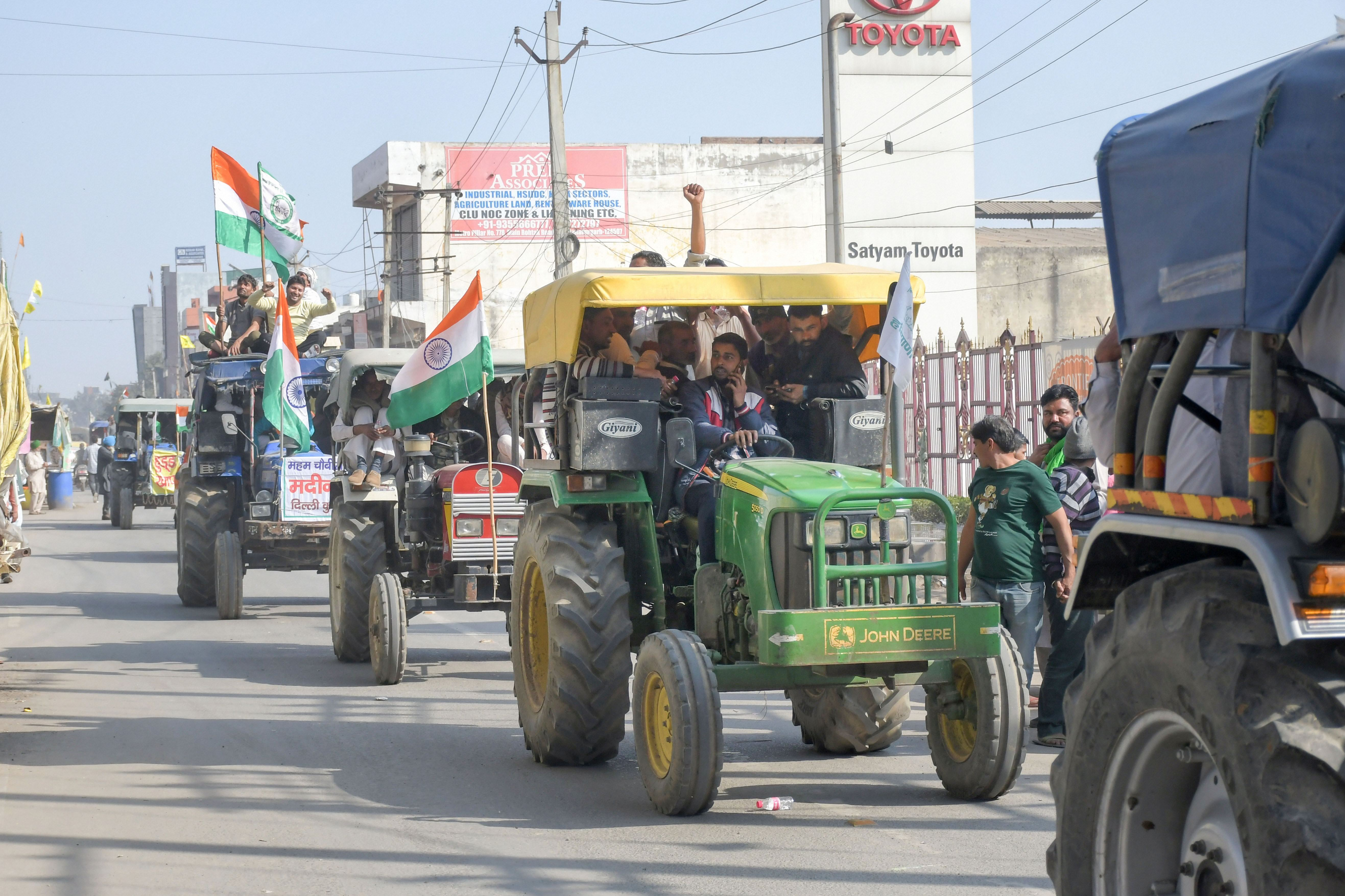 New Delhi: Farmers from different parts of Haryana and Punjab arrive on tractors at Tikri border, to join the ongoing farmers' protest against the Center's new farm laws, in New Delhi,  Sunday, Jan. 31, 2021. (PTI Photo)(PTI01_31_2021_000116B)