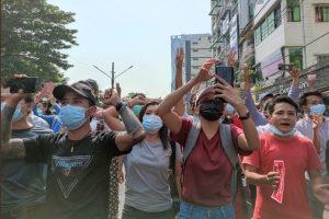 म्यामांर में तख्तापलट के बाद विरोध प्रदर्शनों को रोकने के लिए इंटरनेट बंद कर दिया गया था. (फोटो: रॉयटर्स)