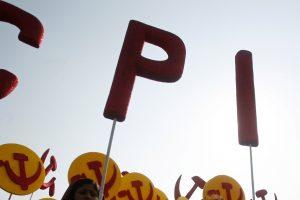 एक रैली के दौरान माकपा समर्थक. (फोटो: रॉयटर्स)