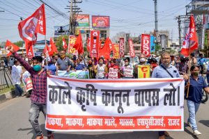 झारखंड की राजधानी रांची में विपक्षी दल के सदस्यों में भारत बंद के समर्थन में प्रदर्शन किया. (फोटो: पीटीआई)