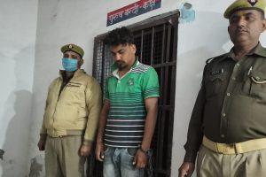 हत्या के आरोप में गिरफ्तार मुख्य आरोपी का रिश्तेदार ललित शर्मा. (फोटो साभार: ट्विटर/@hathraspolice)