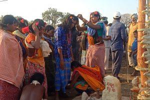 नियमगिरि पर्व में हिस्सा लेती आदिवासी महिलाएं. (फोटो: स्पेशल अरेंजमेंट)