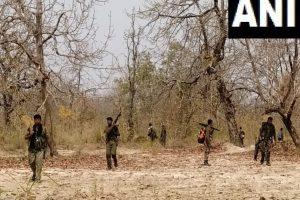 छत्तीसगढ़ में सुकमा-बीजापुर जिले की सीमा पर नक्सली हमले के बाद जवानों के शवों की तलाश जारी है. (फोटो साभार: एएनआई)