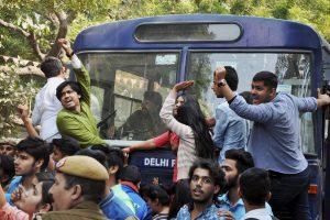 (रामजस कॉलेज में इस साल फरवरी में एक सेमिनार को लेकर हिंसक झड़प हो गई थी. इसके बाद छात्रों ने कई दिनों तक प्रदर्शन किया था. (फोटो: पीटीआई)