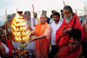 Allahabad: Uttar Pradesh Chief minister Yogi Adityanath  along with Deputy chief minister Keshaw Prasad Maurya and Akhara Parishad President Narendra Giri and other BJP leader perform ritual Aarti at Sangam in Allahabad on Saturday. PTI Photo (PTI6_3_2017_000215B)