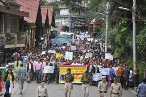 16 साल की लड़की का बलात्कार कर हत्या करने के बाद लोगों को गुस्सा भड़क गया था. लोगों ने कई दिनों तक राजधानी शिमला में प्रदर्शन कर विरोध दर्ज कराया था. (फोटो: पीटीआई)