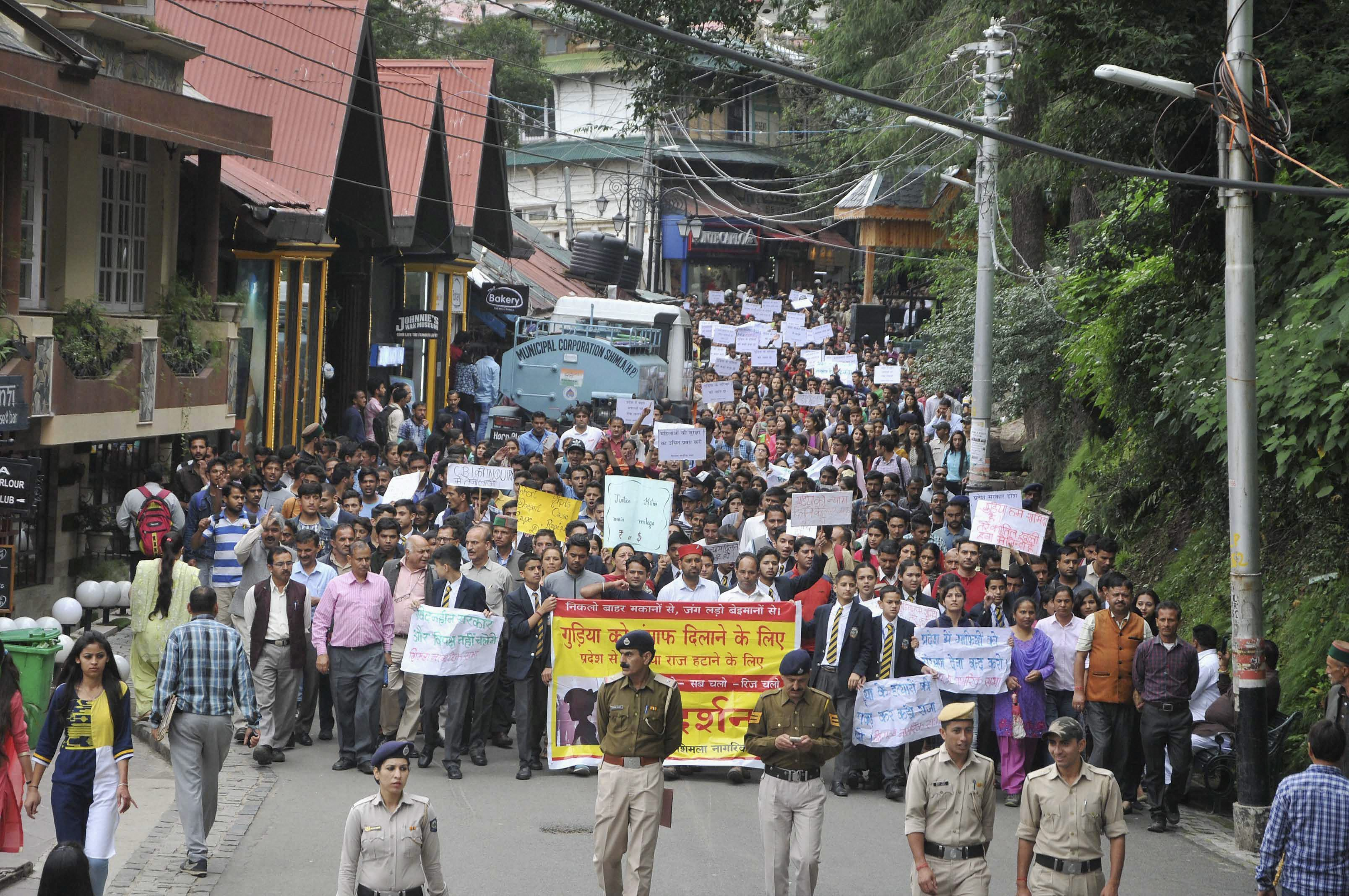 RPT--Shimla: People hold placards and raise slogans during a protest demanding justice for the 16-year old school girl who was raped and murdered, at Rajbhawan in Shimla on Tuesday. PTI Photo  (PTI7_18_2017_000144B) *** Local Caption ***