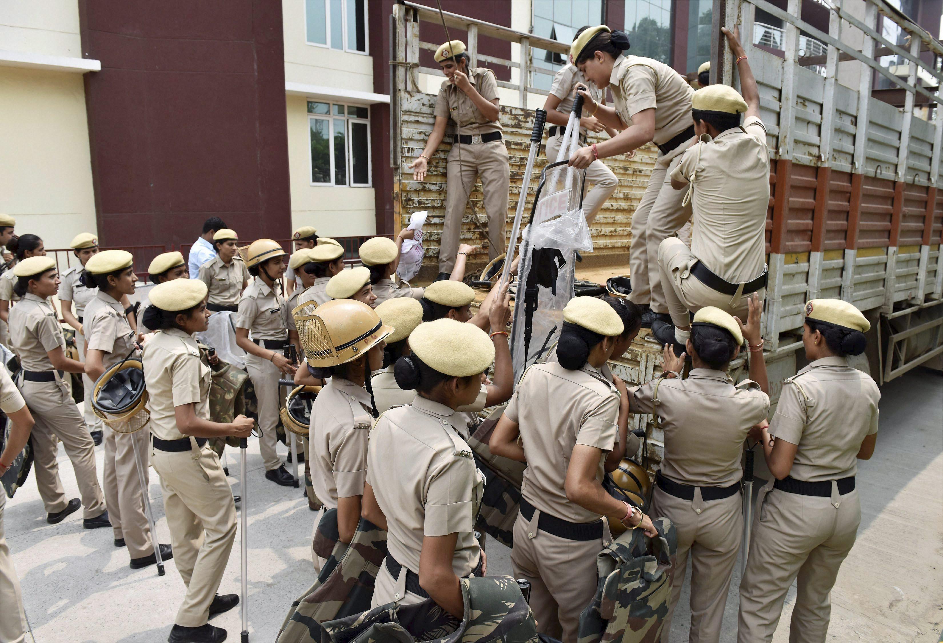 Gurugram: Women police personnel prepare in Gurugram in view of the verdict in the case against Dera Sacha Sauda chief Gurmeet Ram Rahim on Friday. PTI Photo (PTI8_25_2017_000053B)