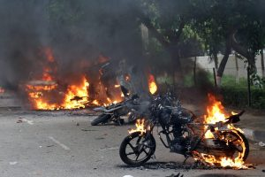Panchkula: Vehicles burn in violence following Dera Sacha Sauda chief Gurmeet Ram Rahim's conviction in Panchkula on Friday. PTI Photo  (PTI8_25_2017_000183B)