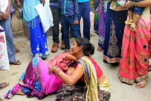 Gorakhpur : Women mourn the death of an infant outside the BRD Hospital in Gorakhpur on Wednesday.
