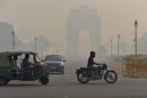 New Delhi: Smog a day after Diwali festival at India Gate in New Delhi on Friday. PTI Photo by Atul Yadav(PTI10_20_2017_000026A)
