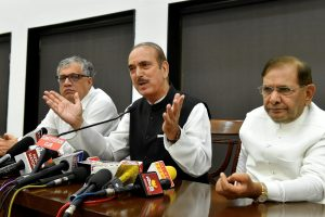New Delhi: Opposition leaders Ghulam Nabi Azad of Congress, Derek O'Brien of TMC and JD (U) rebel leader Sharad Yadav addressing the media to observe November 8 as Black Day to protest note ban, in New Delhi on Tuesday. PTI Photo by Atul Yadav  (PTI10_24_2017_000040A)
