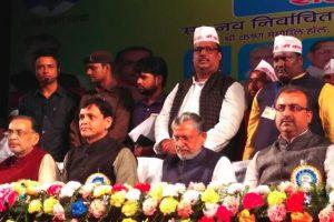 पटना में हुए कार्यक्रम में उप मुख्यमंत्री सुशील कुमार मोदी (दाएं से दूसरे) के साथ बिहार भाजपा अध्यक्ष नित्यानंद राय (बाएं से दूसरे). (फोटो साभार: नित्यानंदराय/ट्विटर)