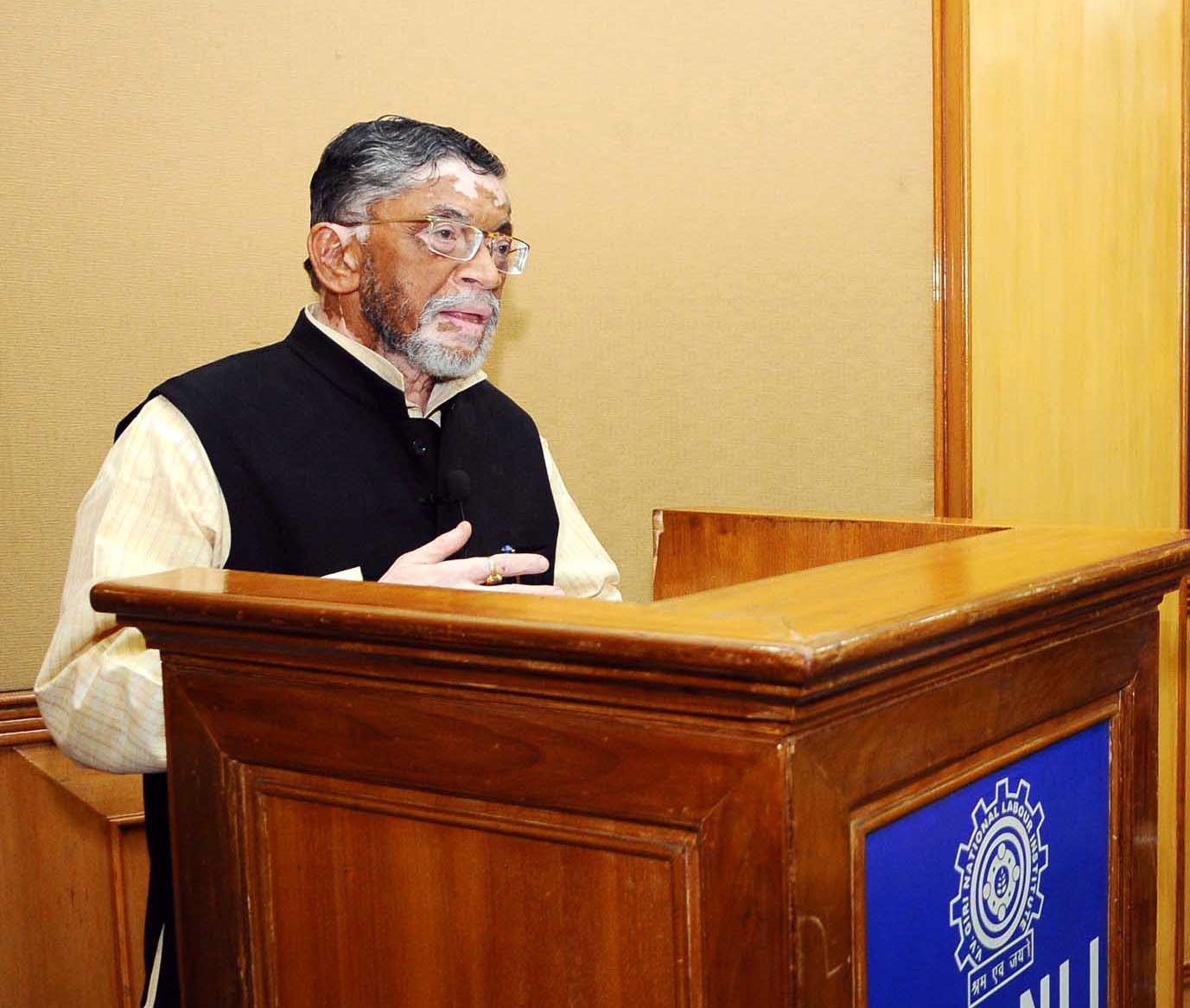 """The Minister of State for Labour and Employment (I/C), Shri Santosh Kumar Gangwar addressing at the inauguration of the renovated Seminar Block and the Brainstorming Session on """"Employment Generation Strategies in India"""", in Noida on November 08, 2017."""