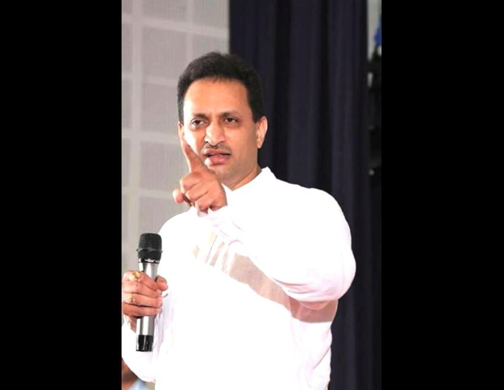केंद्रीय रोज़गार और कौशल विकास राज्य मंत्री अनंत कुमार हेगड़े. (फोटो साभार/फेसबुक)