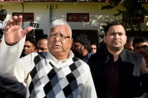 Ranchi: RJD supremo Lalu Prasad Yadav and his son Tejashwi Yadav arrive at a special CBI court in Ranchi on Saturday for hearing into the fodder scam case . PTI Photo(PTI12_23_2017_000065B)