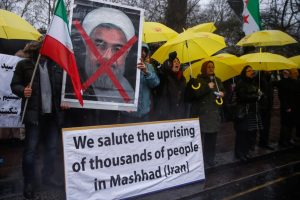 Opponents of Iranian President Hassan Rouhani hold a protest outside the Iranian embassy in west London, December 31, 2017.  REUTERS/Eddie Keogh - RC1DBE92C0E0