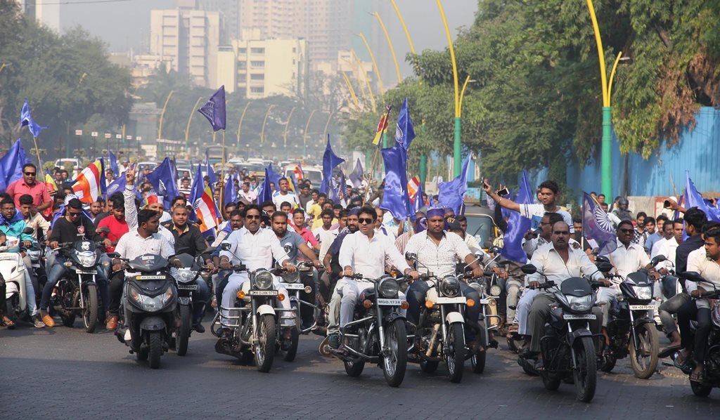 Mumbai: Dalit protesters take part in a bike rally on the Eastern Express Highway in Thane, Mumbai on Wednesday after Bhima Koregaon violence. PTI Photo (PTI1_3_2018_000136B)