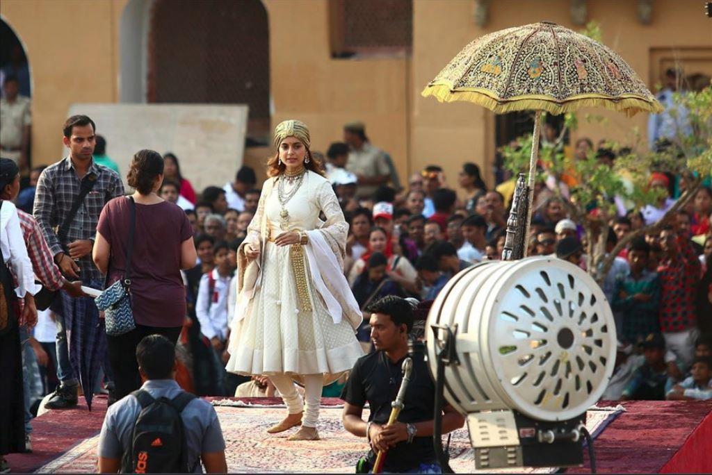 फिल्म मणिकर्णिका की शूटिंग इन दिनों राजस्थान में चल रही हैं. (फोटो साभार: ट्विटर/@KANGNAADIL)