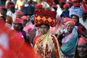 Mumbai: Farmers of All Indian Kisan Sabha (AIKS) march from Nashik to Mumbai to gherao Vidhan Bhawan on March 12, demanding a loan waiver, in Mumbai on Sunday. PTI Photo by Mitesh Bhuvad (PTI3_11_2018_000152B)